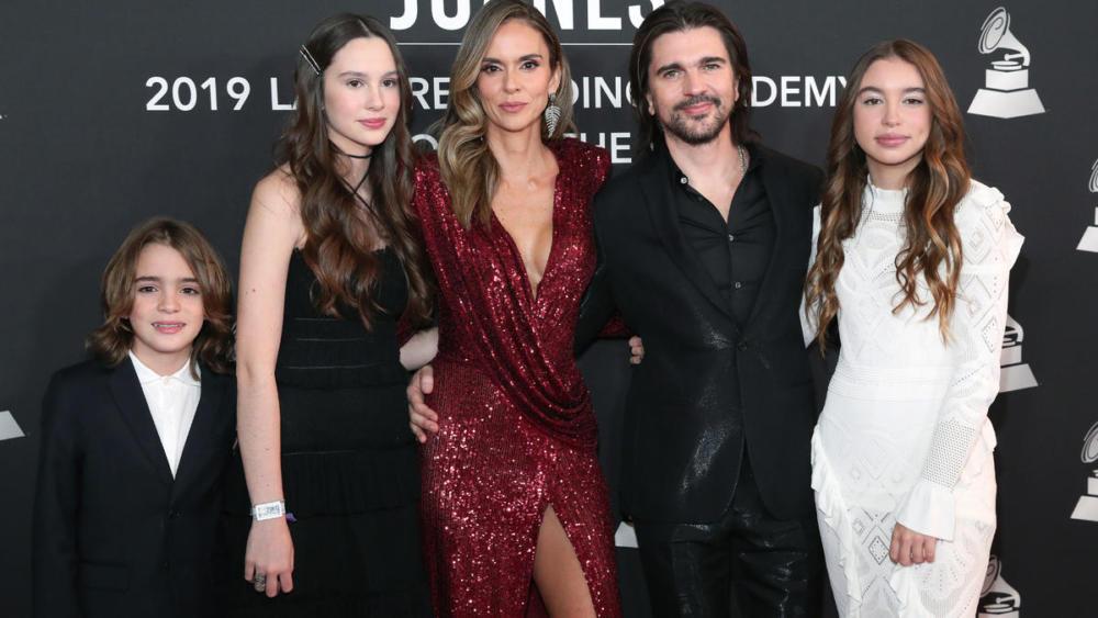 Juanes y Familia