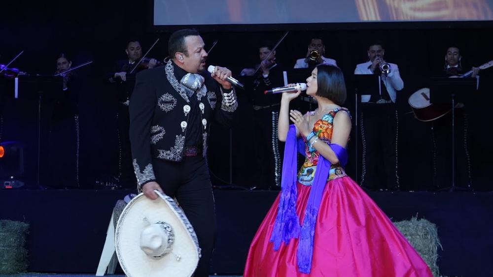 Pepe Aguilar y Ángela Aguilar